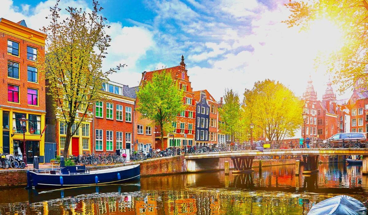 Amsterdam Tour Packages.jpg