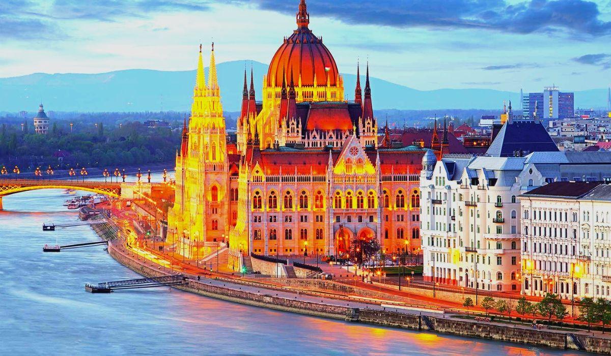 Budapest Tour Package.jpg